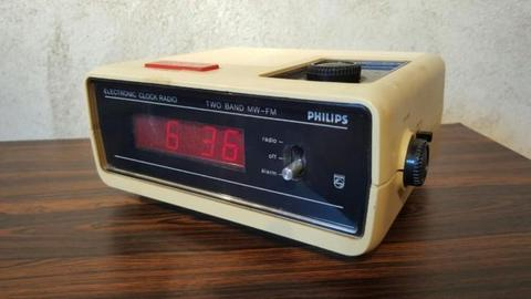 Leuke vintage wekker radio - PHILIPS 90 AS 080/00 - retro