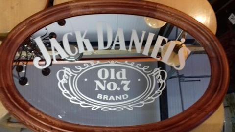 Jack Daniels spiegels ook Hertog jan-Heineken -Amstel enz