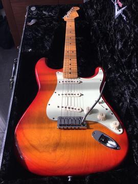 Fender custom shop deluxe usa stratocaster 2010 izgs