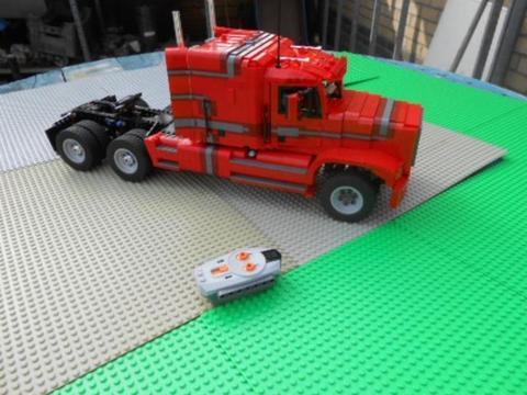 Lego M.O.C. Amerikaanse trekker rijdt op afstandbediening