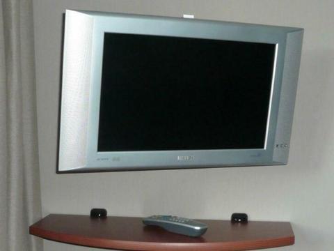 Philips Matchline TV & Vogel's wand bevestiging