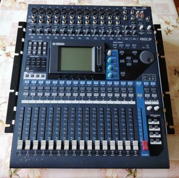 Yamaha 01v96 v2 met 8i/o adat preamp en 24/8 multikabel