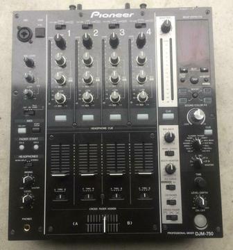 1 zeer mooie Pioneer djm 750 djm750 djm-750 dj mixer 595 eur