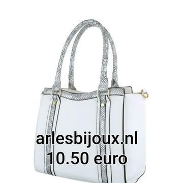 Partij tassen aanbieding nu 8.50 euro