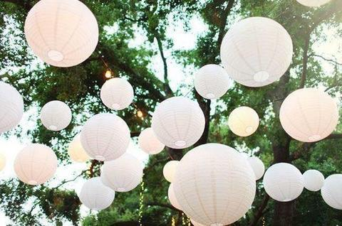 Verlichte LED lampionnen witte lampion bruiloft decoratie