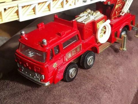 Oude Brandweerwagen Met Bel geluid slang uittrekbaar 15 CM